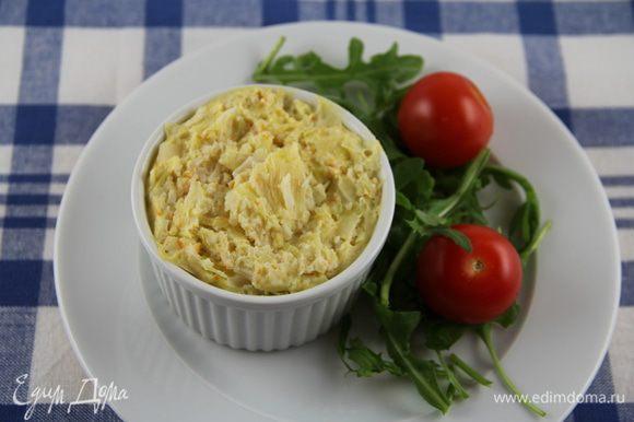 Подаем теплыми, например, с зеленым или овощным салатом. Приятного аппетита))
