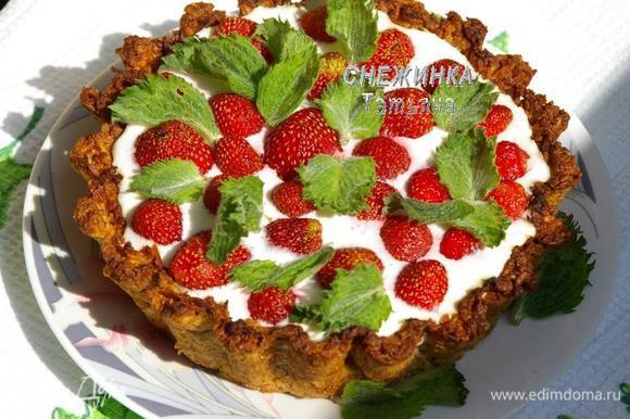 Готовый тарт вынимаем из формы. Украшаем мятой или по своему усмотрению.