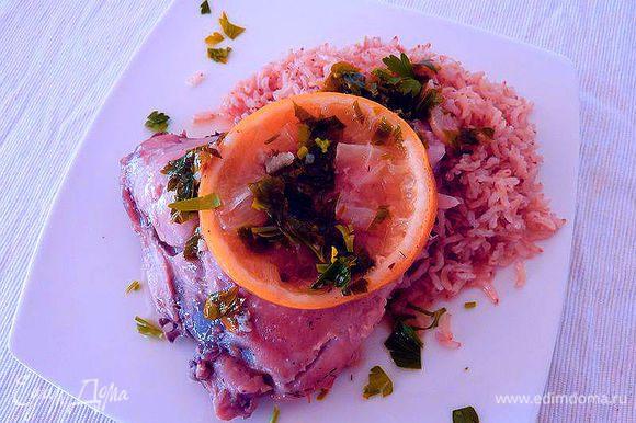 Подавать курочку с соусом и при желании с рисом.