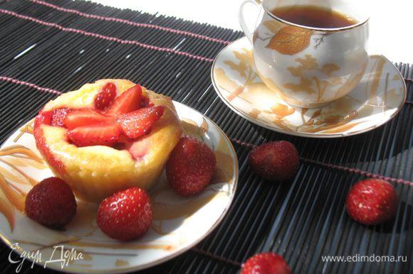 Наливаем чай (кофе) и наслаждаемся великолепным вкусом творожной выпечки.