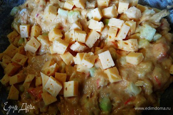 Добавить фасоль, маслины, горошек - чего душа пожелает и только в последнюю очередь - сыр.