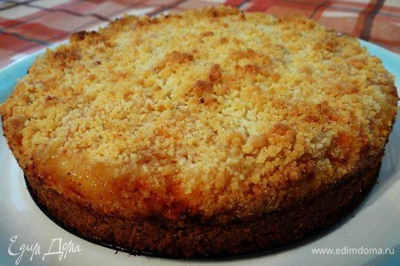 Пирог лучше всего резать немного остывшим, так как горячущей творожной начинкой и обжечься не далеко (испытала на собственном опыте :-) ). Очень вкусно! Приятного чаепития!