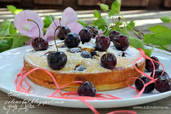 Готовый пирог остудить и посыпать сахарной пудрой. Приятного аппетита!!!!!!!!!!!!