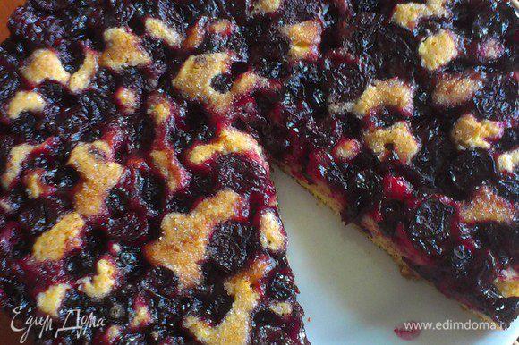 отправляем пирог в духовку, разогретую до 180-190С на 30-40 минут. спустя достаём, режем и подаём!) приятного аппетита!