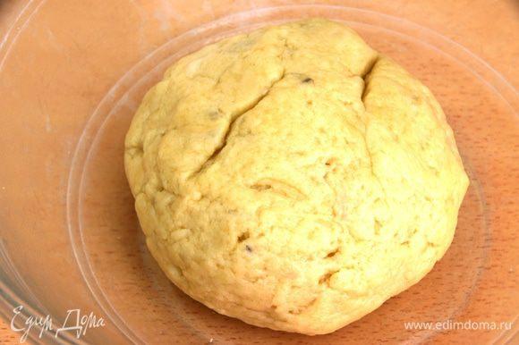 Духовку разогреть до 175С. Для теста: Отварить картофель, помять как на пюре, добавить масло и перемешать, добавить, муку, щепотку соли, тмин и замесить мягкое тесто.