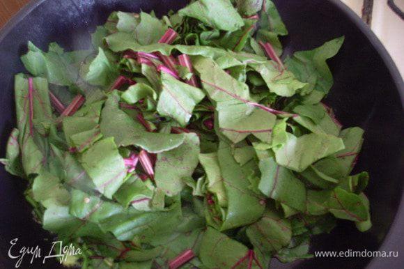 К чесноку добавить листья свеклы.