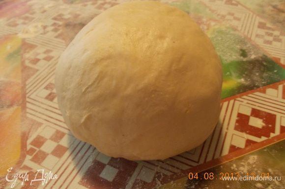 Масло натереть на тёрке или нарезать мелкими кусочками добавить пиво, муку и замесить крутое тесто, поставить тесто в холодильник на 1-2 часа