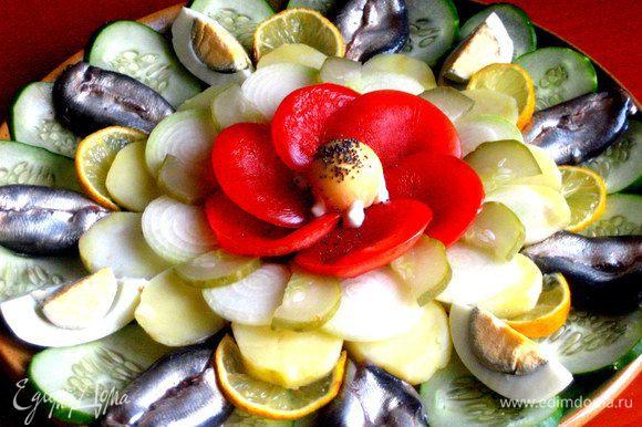 Праздничная закуска-ассорти готова!!! Постояв в холодильнике,лимончик сделал своё дело и промариновал ближайшее окружение из рыбки и овощей))) Выбирай на вкус!