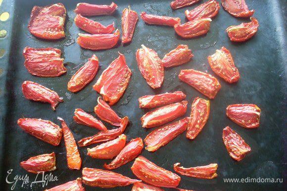 Сушить на очень слабом огне в духовке с приоткрытой дверцей 5-6 часов, в зависимости от размера кусочков.