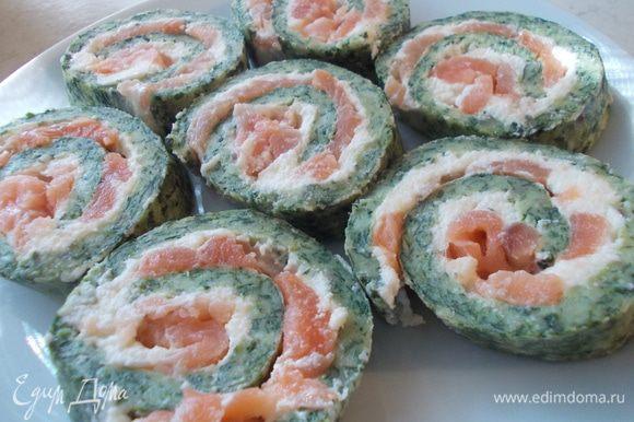 Еще хотела бы всем посоветовать закуску от Стеллы)))www.edimdoma.ru/reysepty/51617-rulet-iz-shpinata-i-semgi-so-slivochnym-syrom))) Очень вкусное блюдо,которое украсит любой праздничный стол и сразит всех гостей наповал!!!!