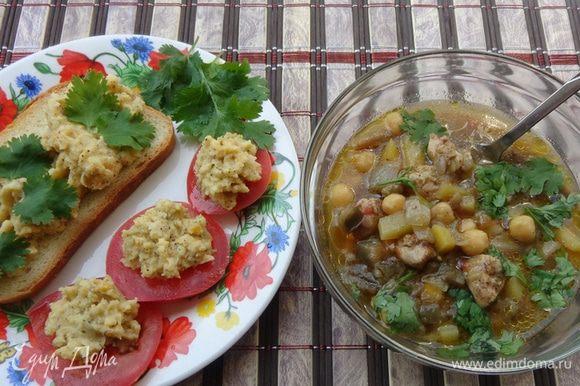 Разлить суп по тарелкам, добавить к нему нарезанную кинзу. Минутку подышать чудесным ароматом и с удовольствием все съесть!