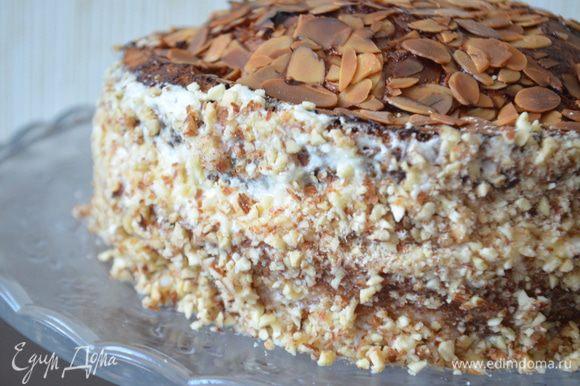 Торт убрать в холодильник на 2-3 часа! Это обязательно, иначе крем не схватится и не пропитает торт! На утро он был еще вкуснее!