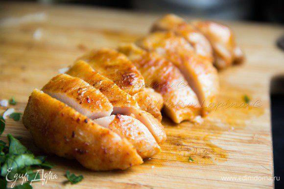 Разрезаем готовое мясо.