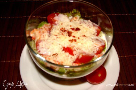 Посыпать салат обильно сыром. Сверху щепотку паприки. И приятного аппетита!
