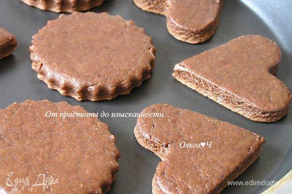 Выпекать кейки на антипригарной сковороде без масла на среднем огне примерно по 3-4 минуты с каждой стороны.