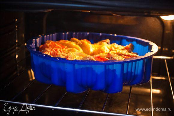 10) выпекайте в течение 20-25 минут до подрумянивания сыра