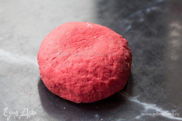 Вымесить эластичное тесто, собрать в шар и отложить в сторону на 30-60 минут.