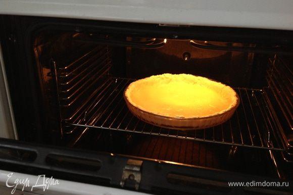 Удалить по истечению 10 минут фасоль и пергамент и еще поставить в духовку на 4 минуты.