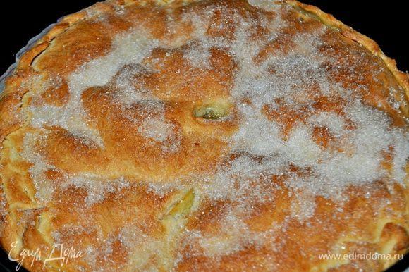 Пирог посыпать сахаром и поставить в духовку при С 180-200 С на 30 минут (пирог проверить деревянной шпажкой, он должен подрумяниться и немного увеличиться в объёме)