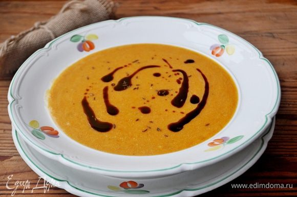 Подавать суп горячим, добавив в каждую тарелку 1/2 чайной ложки кунжутного масла. Приятного аппетита!