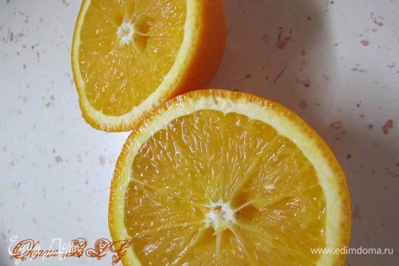Из апельсина выжать сок.