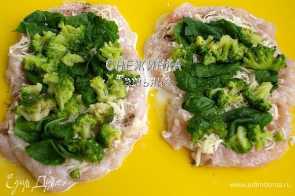 Далее раскладываем брокколи и шпинат по всей поверхности.