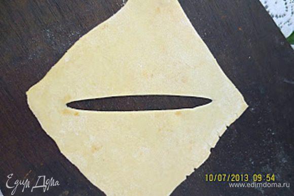 Половину квадратов разрезать по диагонали (от одного угла к другому).