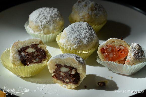 По желанию обваляем наш десерт в сахарной пудре. Угощаемся, ммм!!!