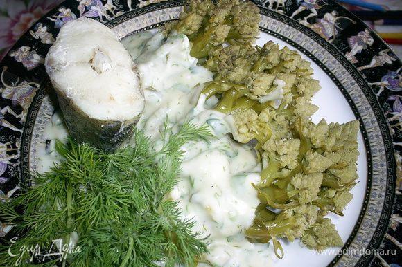 Капусту выкладываем на тарелку, поливаем соусом, подаем с отварной или паровой рыбой. Приятного аппетита!!!
