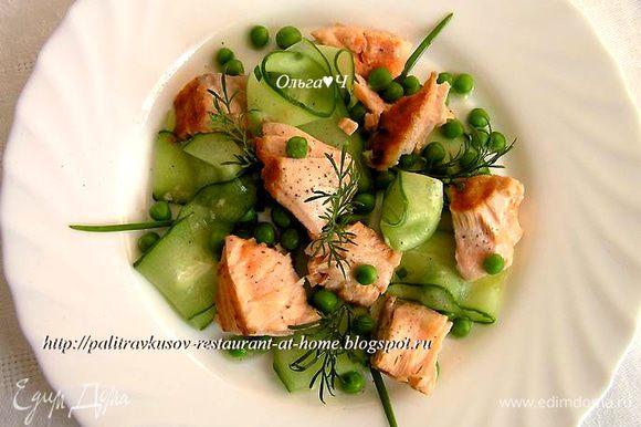Салат разложить по 4-6 тарелкам, украсить веточками укропа, полить оставшимся маринадом, еще поперчить и подавать. Приятного аппетита! ;)