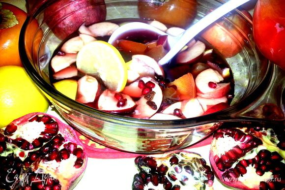 Подавать охлаждённым прямо с фруктами...Они очень вкусные,поверьте!!!