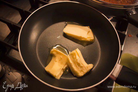 """готовим соус """"Бешамель"""" - растопите сливочное масло"""