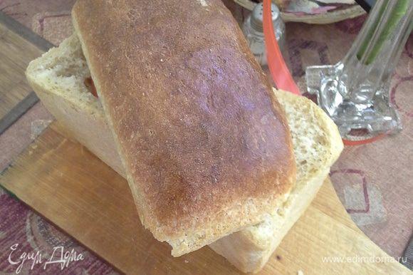 Разрежьте хлеб. Вытащите всю мякоть, смажьте хлеб внутри маслом. Потом положите любую зелень или листья салата, помидор, майонез, яйца (не резать, целиком), майонез, зелень и помидор. Можно сделать любую начинку.