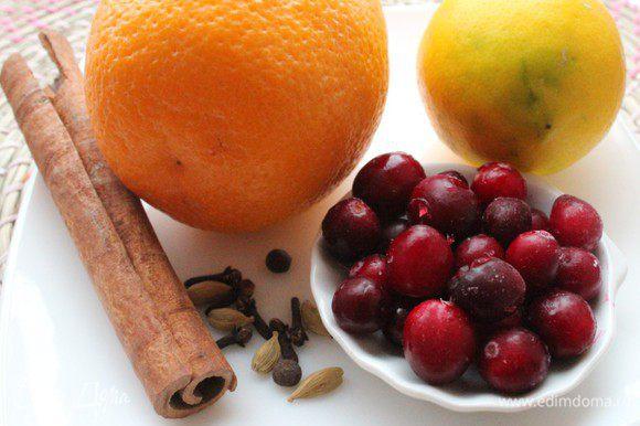 Апельсин и лимон хорошо помыть. Нам понадобится корка 1/2 апельсина и 1/2 лимона.