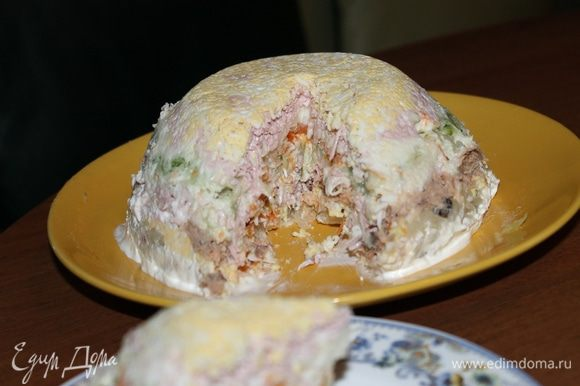 П.с. можно яйцо и в середину ,но т.к. нам яйца нельзя много я добавила сверху)) и для взрослых я делала еще с колбасой и сыром в середину терла между какими-нибудь ингредиентами. Приятного аппетита!
