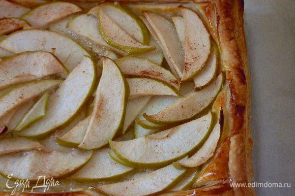 Запекать пока не зарумянится тесто и яблоки пропекутся 40 - 50 минут.