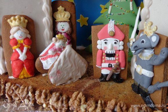 Для самой сцены пришлось испечь плоский кексик с орехами и на него ставить декорации.