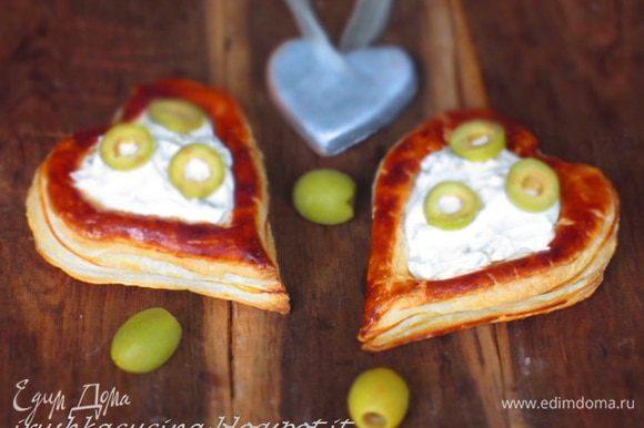 Оставшиеся оливки порезать колечками и выложить на крем!!! Приятного аппетита:)