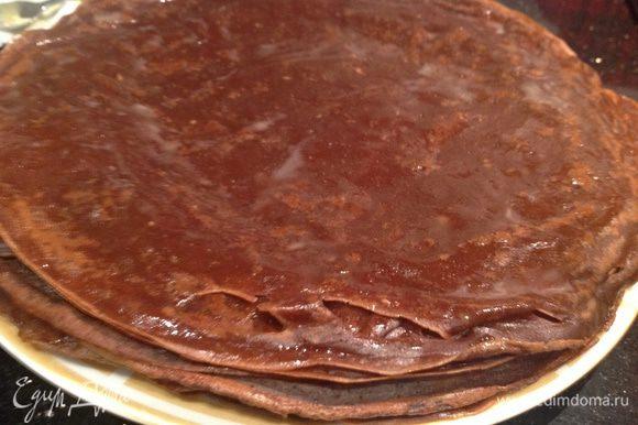Пожарьте блины на раскаленной сковороде смазанной растительным маслом.