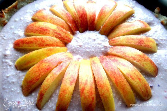 И втыкаем дольки в тесто в виде цветка! Чем не хризантема?)))