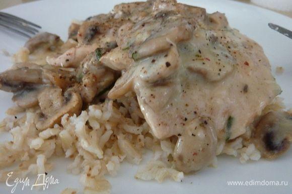 На днях готовила Курицу под грибным соусом от julika1108 - очень вкусно и просто, чудесный рецепт ! http://www.edimdoma.ru/retsepty/62466-kuritsa-pod-gribnym-sousom