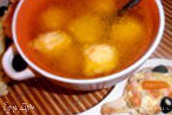 А это предыдущий вариант супа без риса, но тоже очень вкусный))) http://www.edimdoma.ru/retsepty/50076-bulon-posleprazdnichnyy-s-syrnymi-kletskami