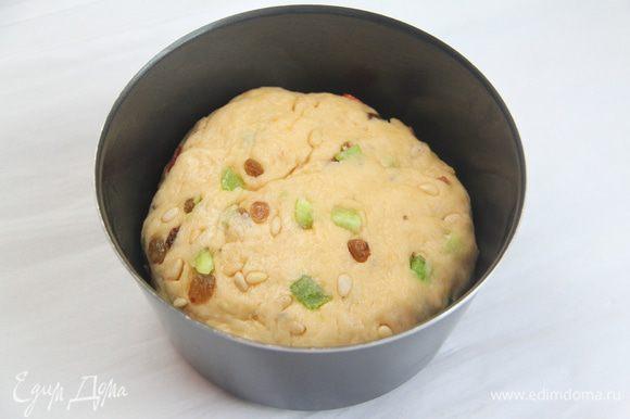 Тесто выложить в смазанную маслом форму. Оставить на подъём ещё на 1 час. Выпекать при 170*С до готовности (примерно 30-35 минут, готовность проверить деревянной палочкой).