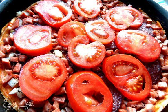 Накрываем помидорами.