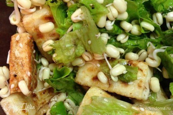 Получается очень легкий, диетический, вкусный и полезный салатик.