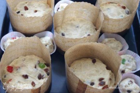 Выложить тесто в формы на 1/3 оставить еще на 30 минут в теплом месте.