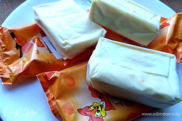 Вместо творога я взяла сладкие ванильные сырочки, поэтому сахар не добавляла!