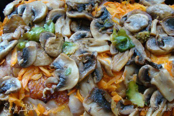 Обжарить грибы до полуготовности с ложкой сливочного масла.