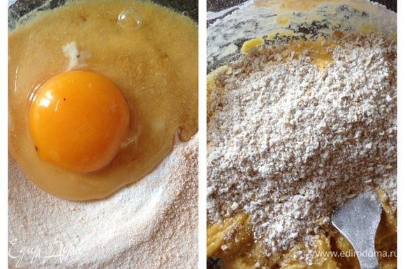 Все до безобразия просто. Ставим разогреваться духовку до 180 градусов. Смешаем в миске кисель (у меня бы в порошке, если бруском, то его нужно тщательно растереть) и яйцо. Добавим муку, молотые овсяные хлопья, разрыхлитель и ванилин.