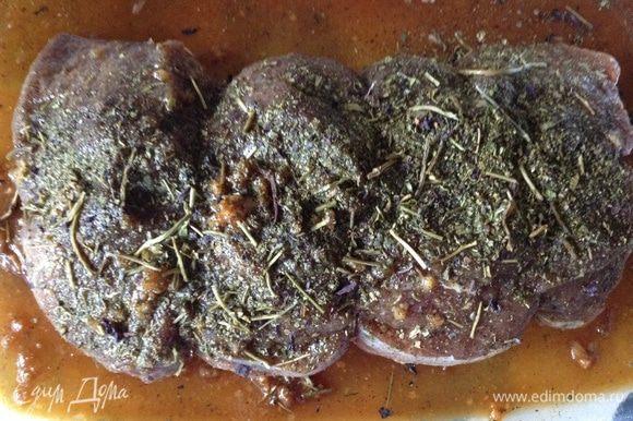 Натереть мясо этим маринадом , связать, посыпать приправой( у меня армянская, в состав который входит базилик, петрушка, кинза(киндза), укроп, цитрон) и оставить на 2-3часа. Я мариновала в стеклянной емкости, в которой можно запекать, если у вас нет такой, то можно использовать фольгу.